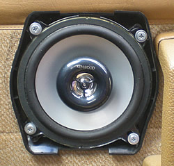 volvo-240-speaker-installed